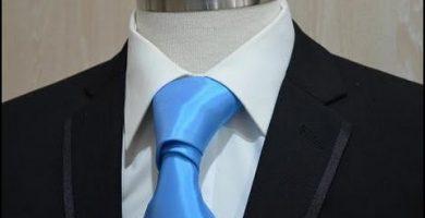 Nudo de corbata fina