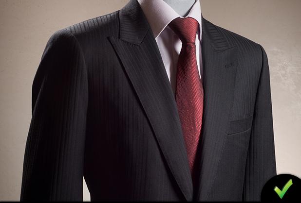 traje negro corbata vinotinto