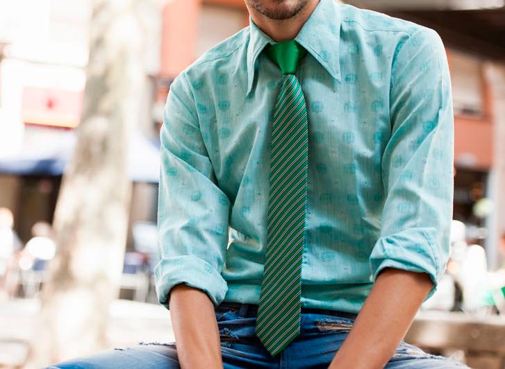 corbata verde con camisa verde agua