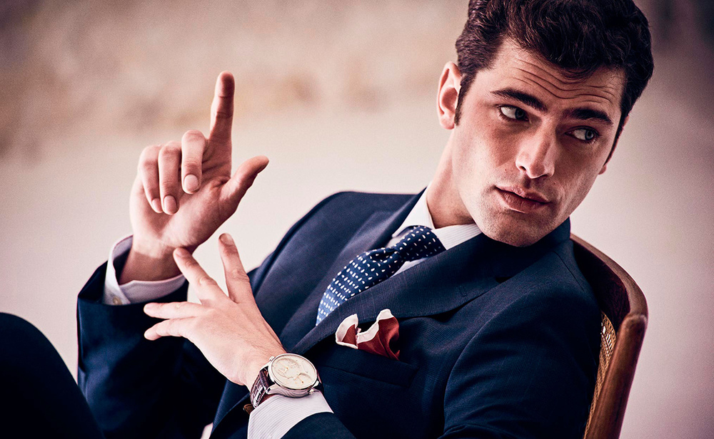 traje azul corbata azul