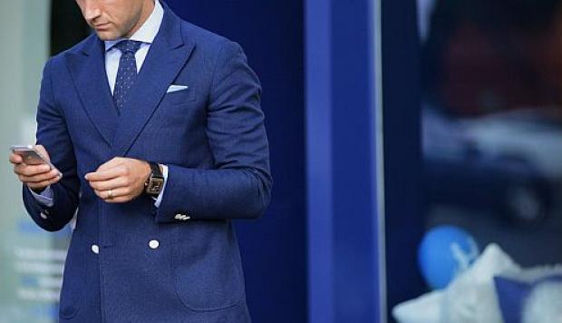 combinación corbata azul traje azul