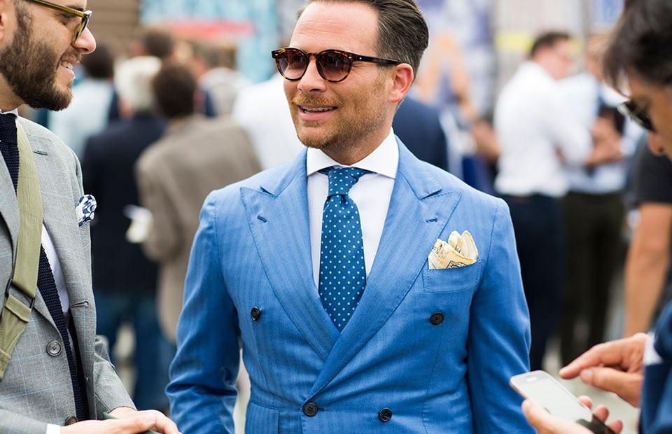 Corbata Azul Claro con Traje Azu