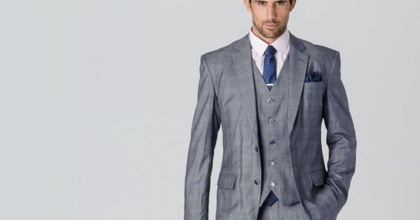 traje gris corbata azul